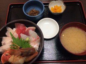 海鮮丼をいただきました! 新鮮!